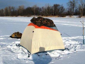 Ставим рыболовную зимнюю палатку