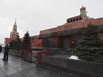 В мавзолей предлагают положить куклу вместо Ленина